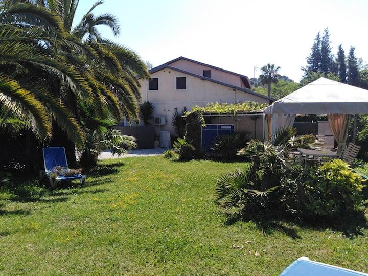 A Saint  Paul de Vence beau 2 p. ds villa  jardin