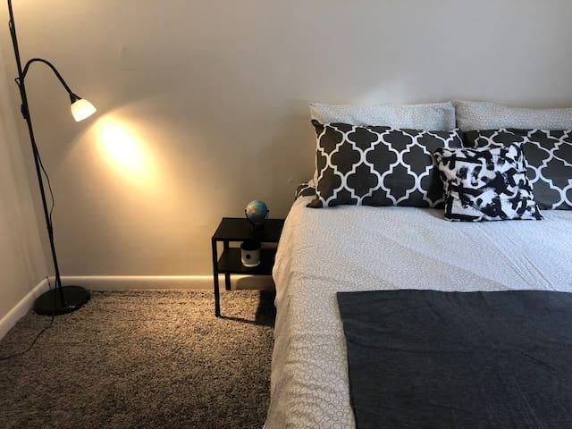 Comfy's Bedroom Close to Subway