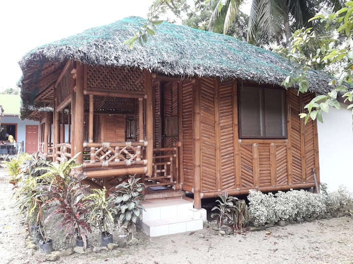 Cubby's Guesthaus hut 2