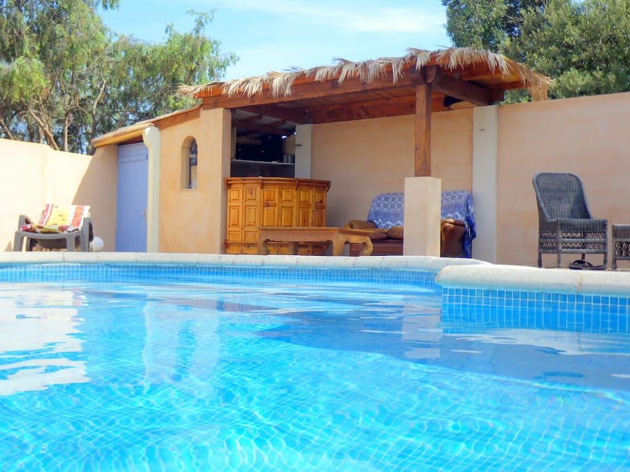 Gite grande piscine au calme entre mer et verdon for Gite provence piscine