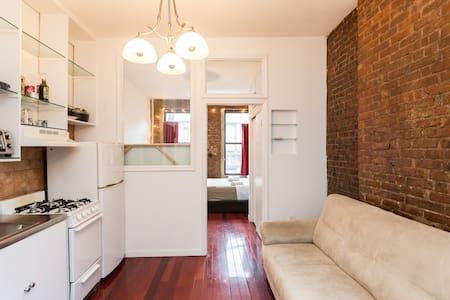 Charming, Exposed Brick SoHo Loft - New York - Apartment