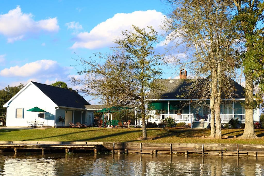 This Bed & Breakfast is located on Bayou Lafourche.  Enjoy a relaxing setting.