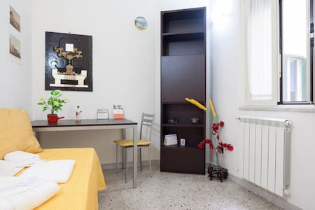 A room, two windows, to visit the Naples Spanish - Naples