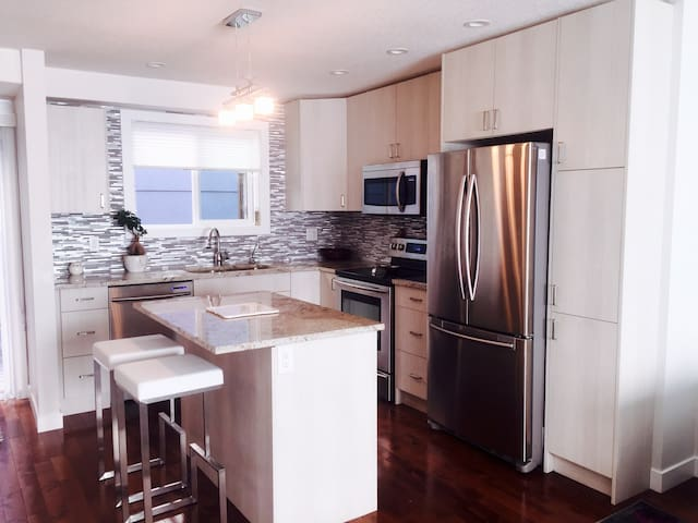 1 bd in trendy Marda Loop. Minutes from 17th & DT