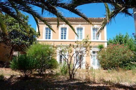 Domaine Val Auclair House Napoleon3 - Homps - B&B