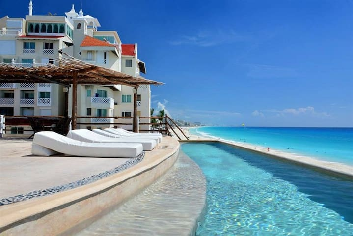 Ocean Front Suite 1 Cancun Plaza No Seaweed !!