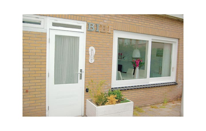 Beautiful home in Egmond aan Zee with WiFi and 2 Bedrooms