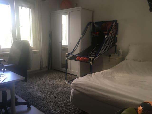 Fint stort rum i Solna