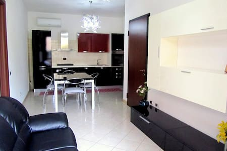 Appartamento al piano terra + giardino (IUN P1618)