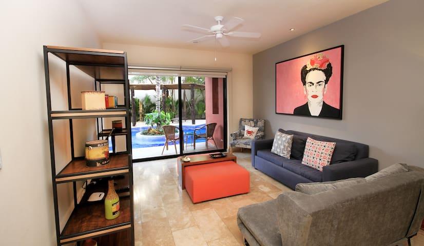 ⭐ Unique Swim Up Frida Apartment! Huge pool ⭐