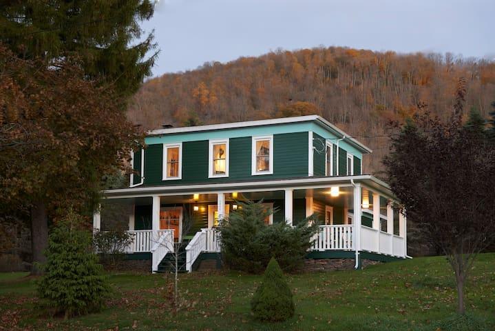 Unique Farmhouse: The Green Room - Denver - Casa