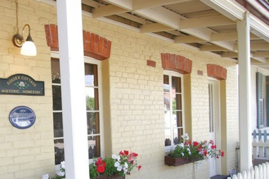 charming 3 bedroom cottage very close to cafes & restaurants North Adelaide