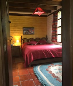 Yellow Guest House (Room Jose) - Cotacachi