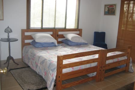 North Bedroom: 2 twins, A/C, ceiling fan, large closet, dresser, walkout to balcony. Room sleeps 4 comfortably. We have high quality cots and porta crib for your use.