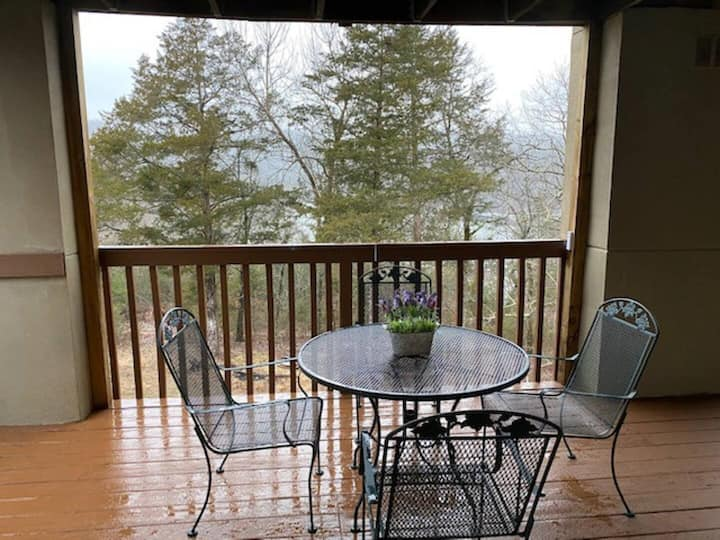 Walk-In, Close to lake & less than a mile to SDC