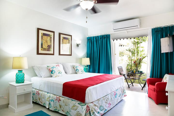Green Monkey 2 - Rockley Studio, POOL & near BEACH