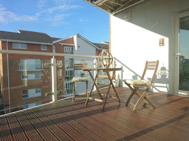 Stylish 3 Bedroom, 3rd Floor Apartment in the Bay