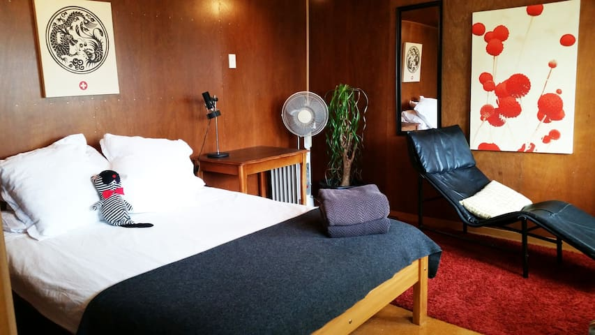 2 stylish & private rooms, 5 mins to CBD