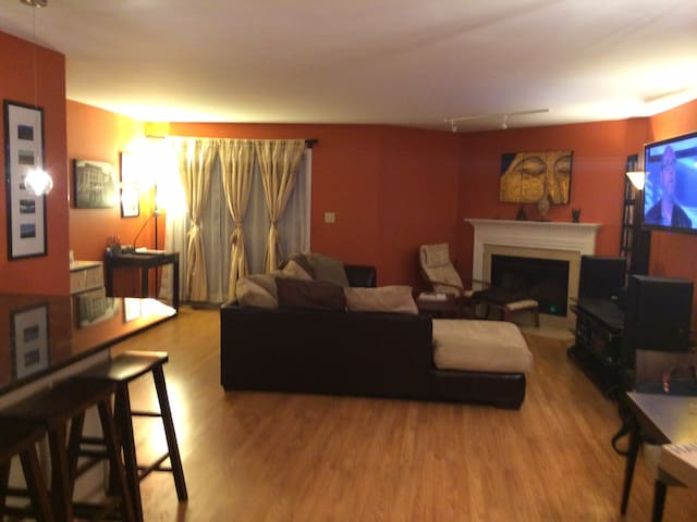 2 Bed 2 Bath Apartment Close to NYC - East Rutherford