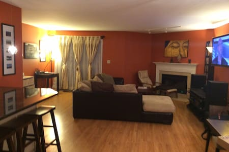 2 Bed 2 Bath Apartment Close to NYC - 东卢瑟福(East Rutherford) - 公寓