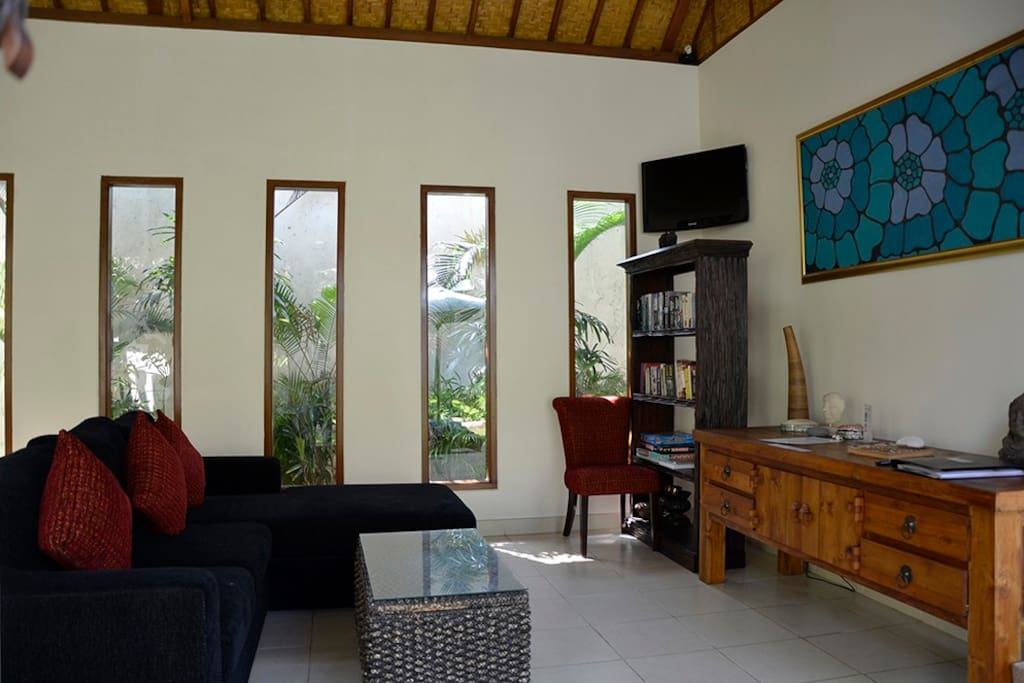 The living room has comfortable furniture and beside the dining area and pool.