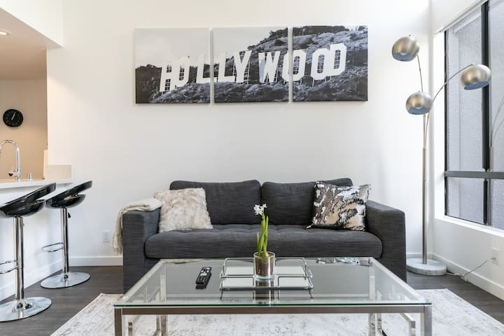 Gorgeous 3 Bed Apt in The Heart of Hollywood