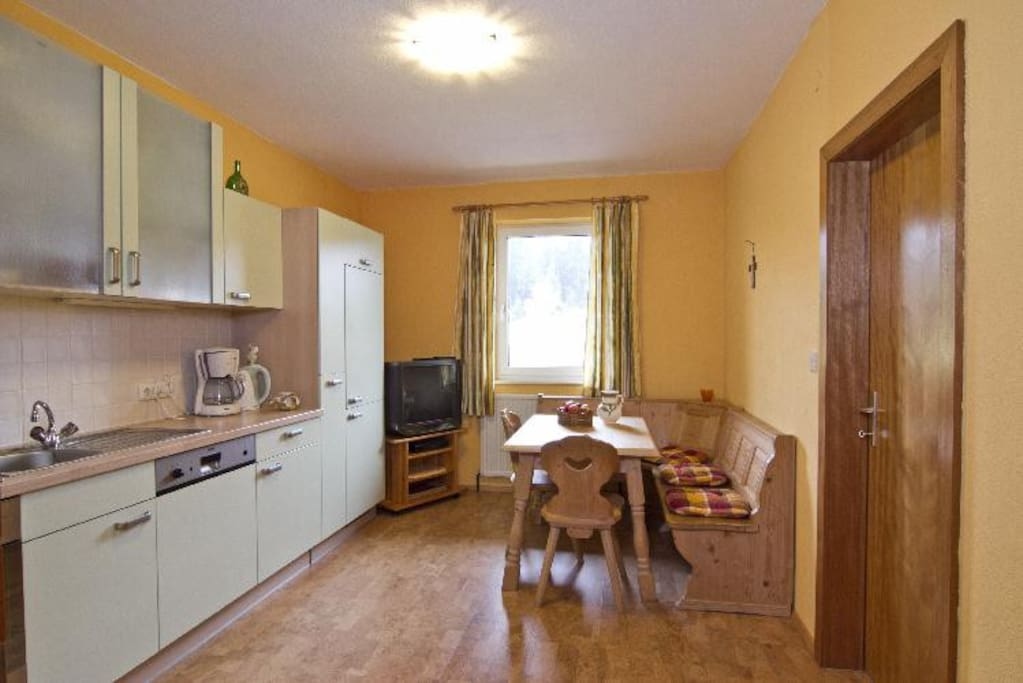 zu jeder der drei Ferienwohnungen gehört eine geräumige Wohnküche