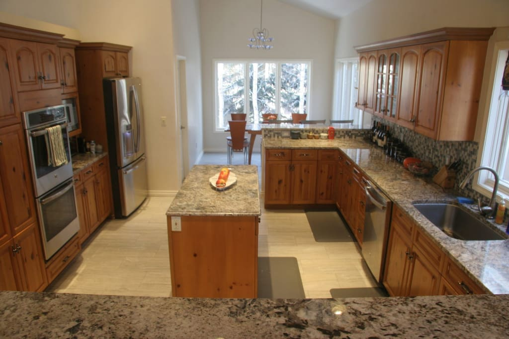 large chef's kitchen - new appliances