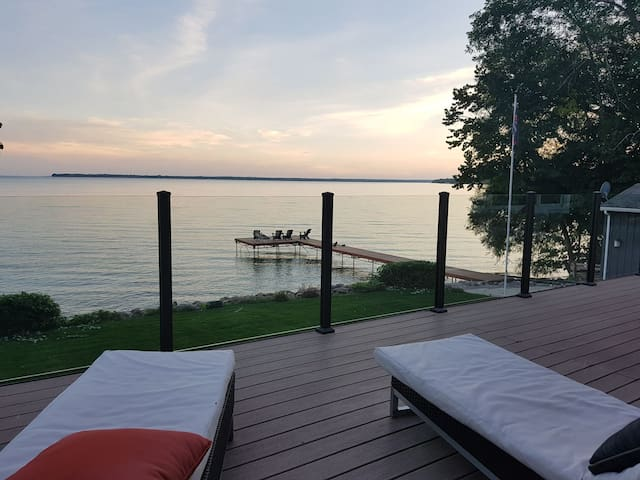 Gorgeous Lake Simcoe  Waterfront Timber Frame