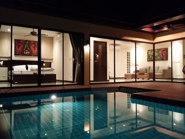 Plunge Tropical Villa near Nai Harn - ラワイ - 別荘