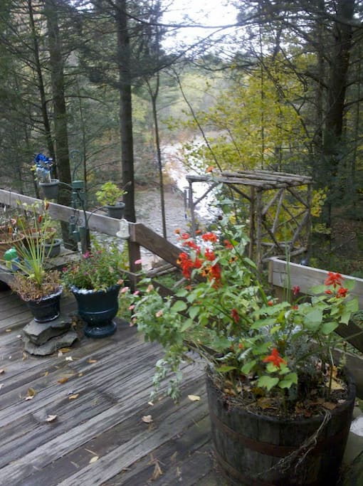 DECK AND STREAM BELOW SOUNDS OF THE CREEK LULLS YOU TO SLEEP