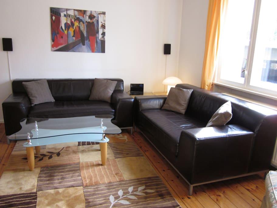 Wohnzimmer mit Ledercouchecke