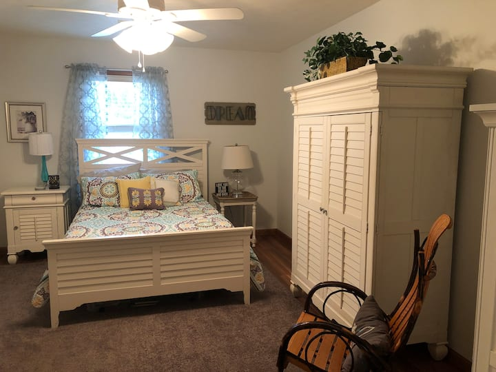 Punxsy: Lovely Room in Beautiful Home Setting