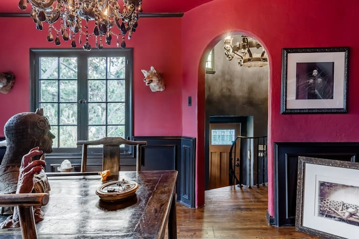 DIRECTOR'S HOME VOTED 1 OF THE 15 ODDEST ON AIRBNB