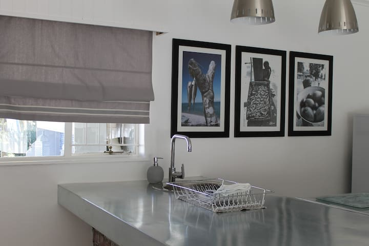 In the kitchenette in the Protea Cottage, you can prepare a meal for up to four persons.