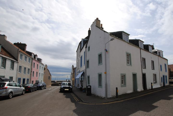 Myrtle Cottage- character cottage in East Neuk