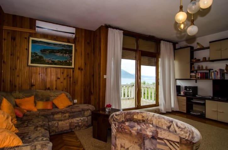 Apartment Vlaho for 8 near the sea - Račišće - Huoneisto