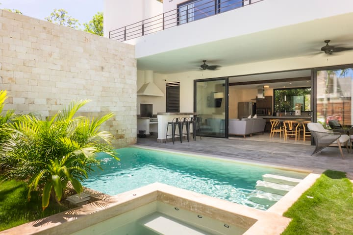 Amates | Stunning Architectural Villa with Jacuzzi