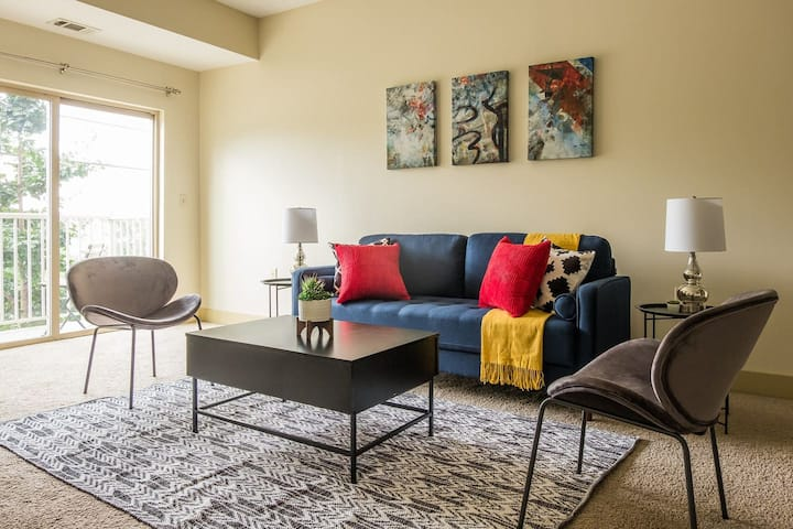 Luxe + Modern 2BR Apt in West Oakland w/ Parking