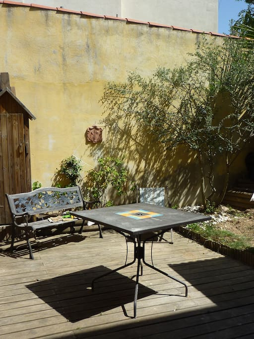 Maison de ville marseille jardin houses for rent in for Jardin anglais marseille