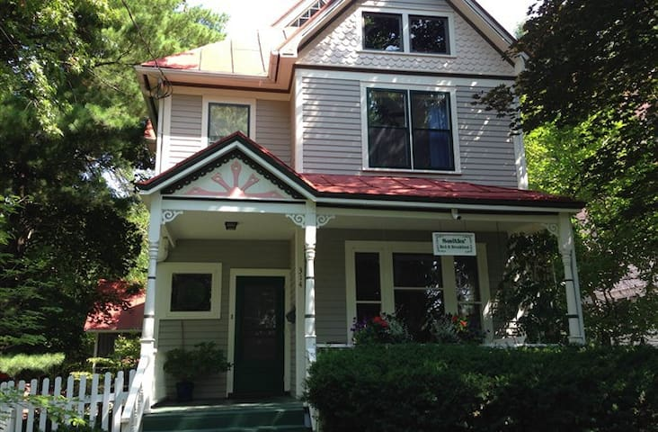 Smiths' Bed and Breakfast - Iowa City - Bed & Breakfast