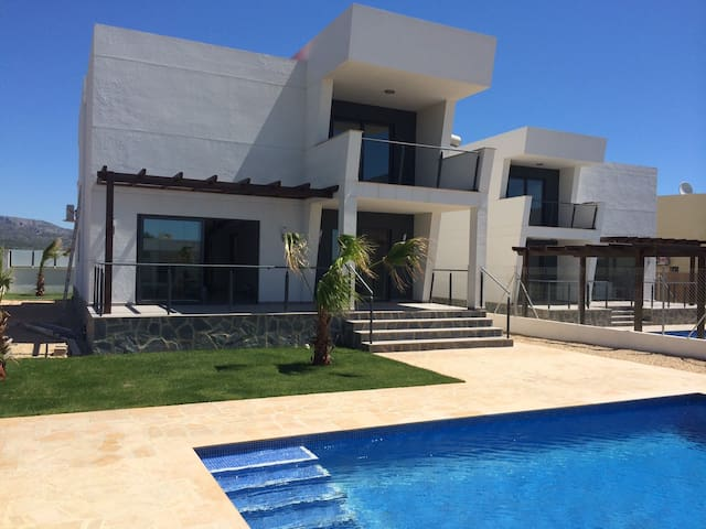 Villa with Pool near the Beach - Les Tres Cales - 別荘