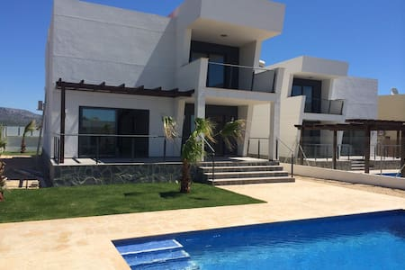 Villa with Pool near the Beach - Villa
