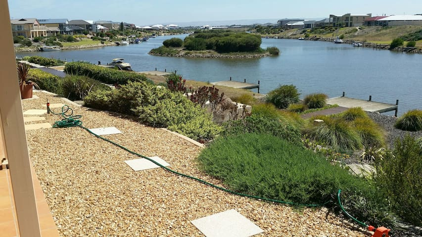 Water Front Home, Private Jetty, Stunning Views! - Hindmarsh Island - House