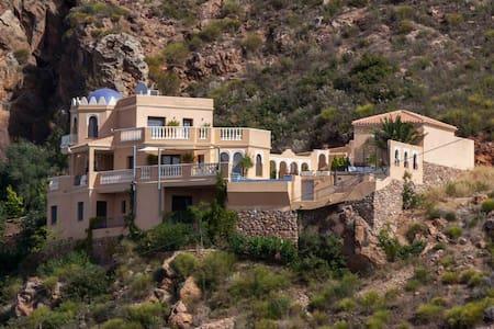 Beautiful Luxury Villa with pool & stunning views - Turre - วิลล่า