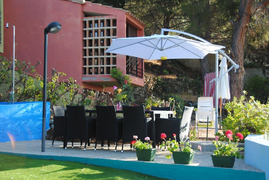 Zona pranzo giardino