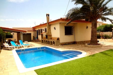 Enjoyable villa in Miami Platja for 10 guests, walk to the beach in 10 minutes! - Costa Dorada - 別荘