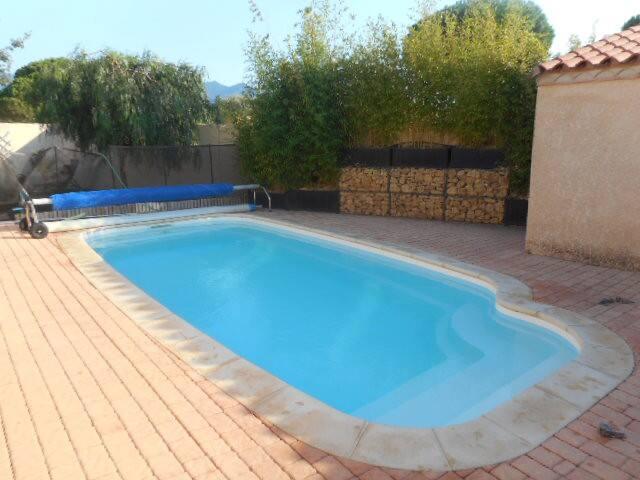 Villa tout confort climatisée avec piscine