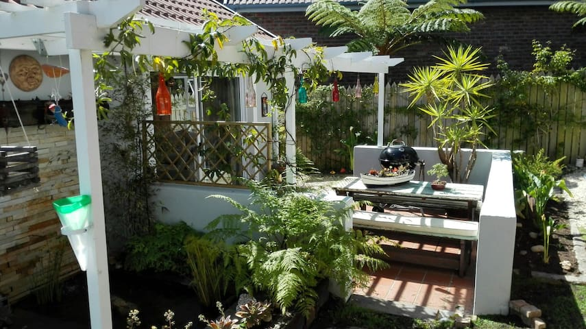 Crescent Cottage. Private garden cottage in Knysna