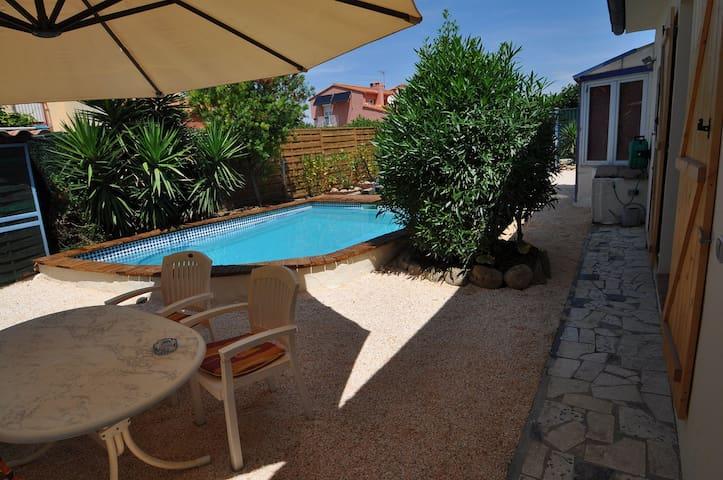 Ruhige Fewo mit Pool, Strand 4 km! - Alénya - Apartamento